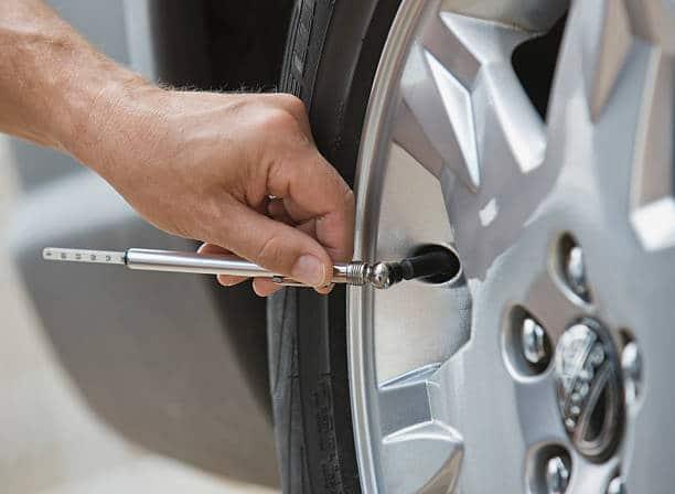 pourquoi et comment v rifier la pression de ses pneus flotte autoflotte auto. Black Bedroom Furniture Sets. Home Design Ideas